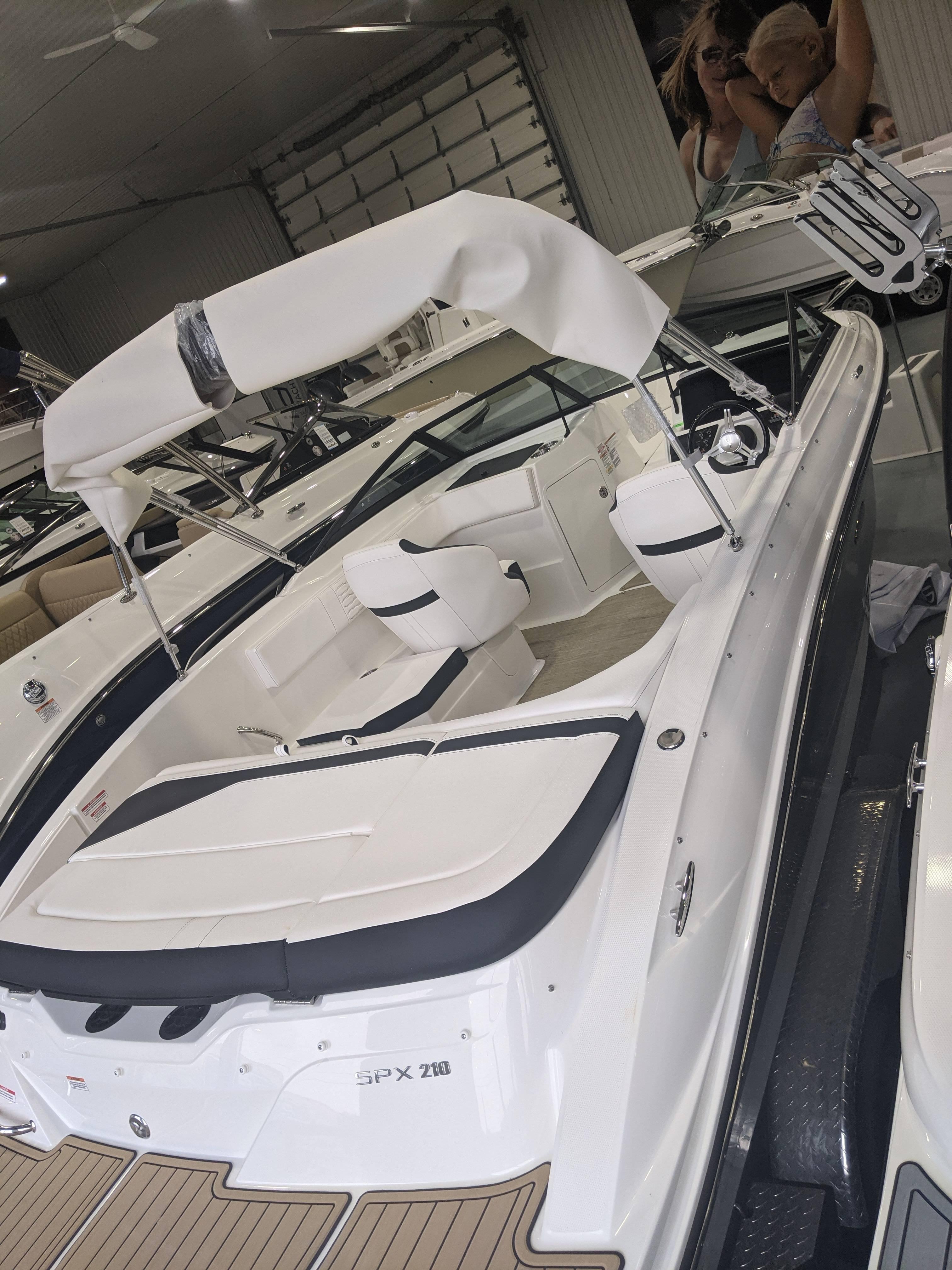New 2021 SEA RAY SPX 210