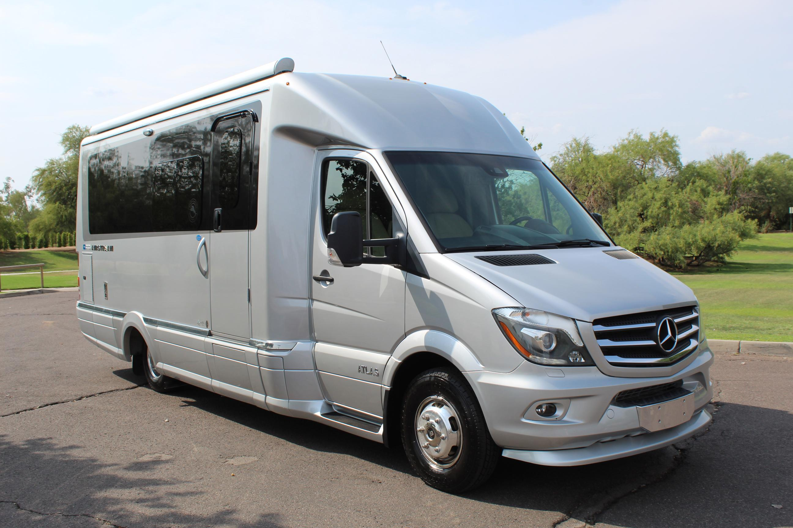 Pre-Owned 2019 Airstream Atlas Tommy Bahama