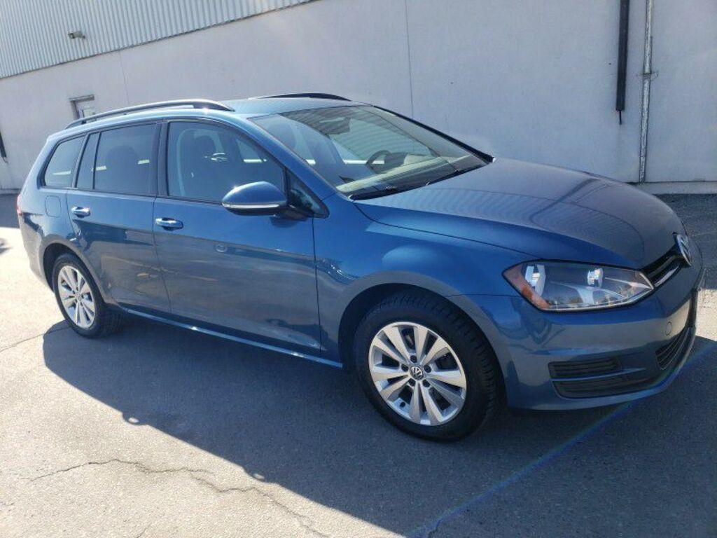 Certified Pre-Owned 2017 Volkswagen Golf SportWagen